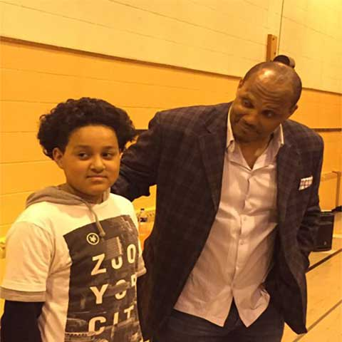 Green Bay Packers star William Henderson visits Whitman Elementary School
