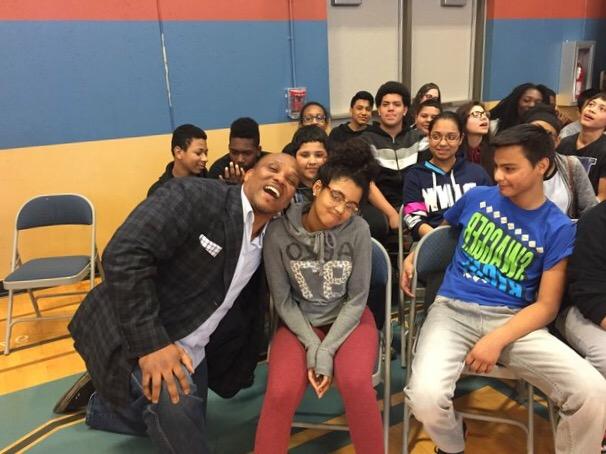 Green Bay Packers star William Henderson visits Longfellow Elementary School