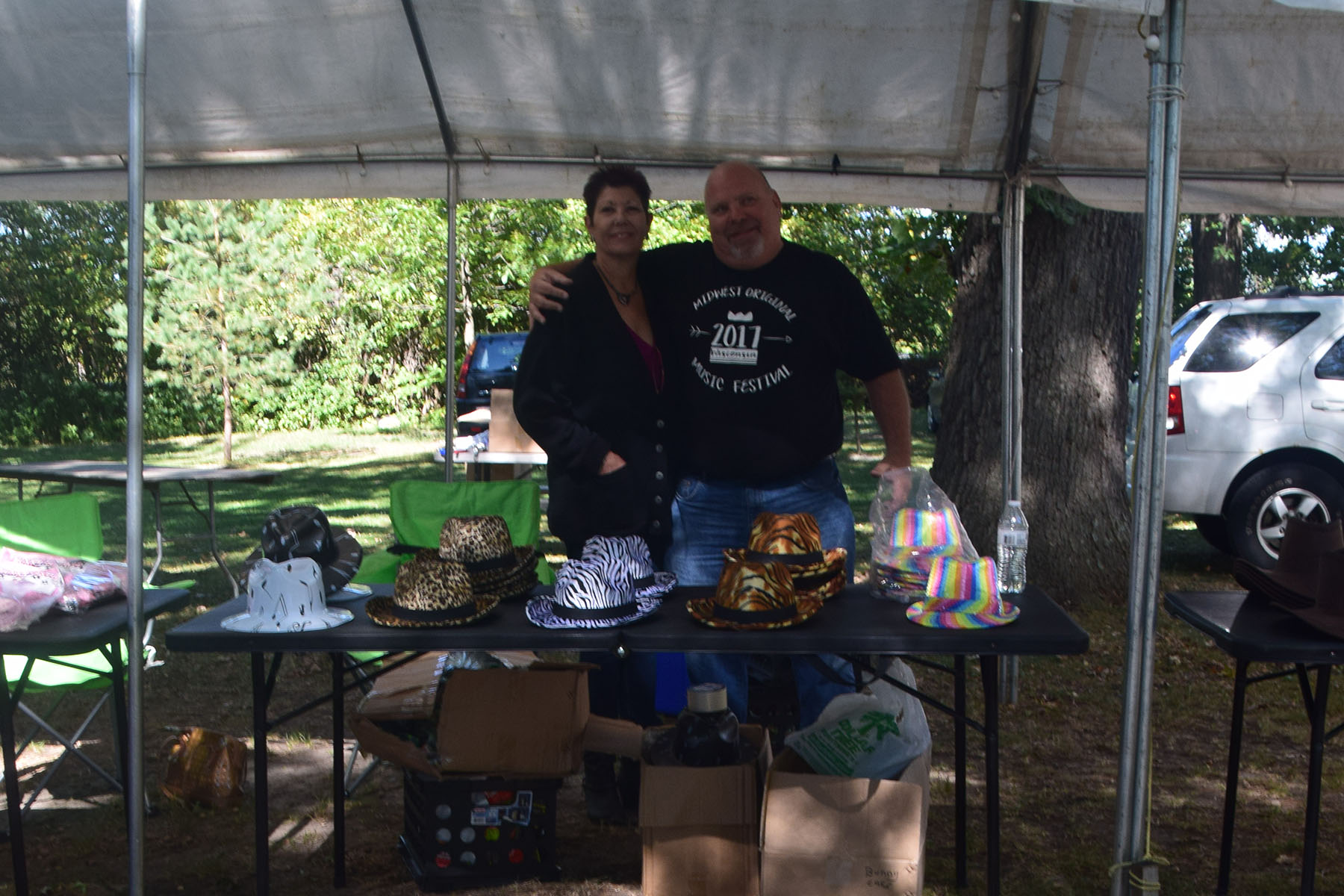 country hat vendor table